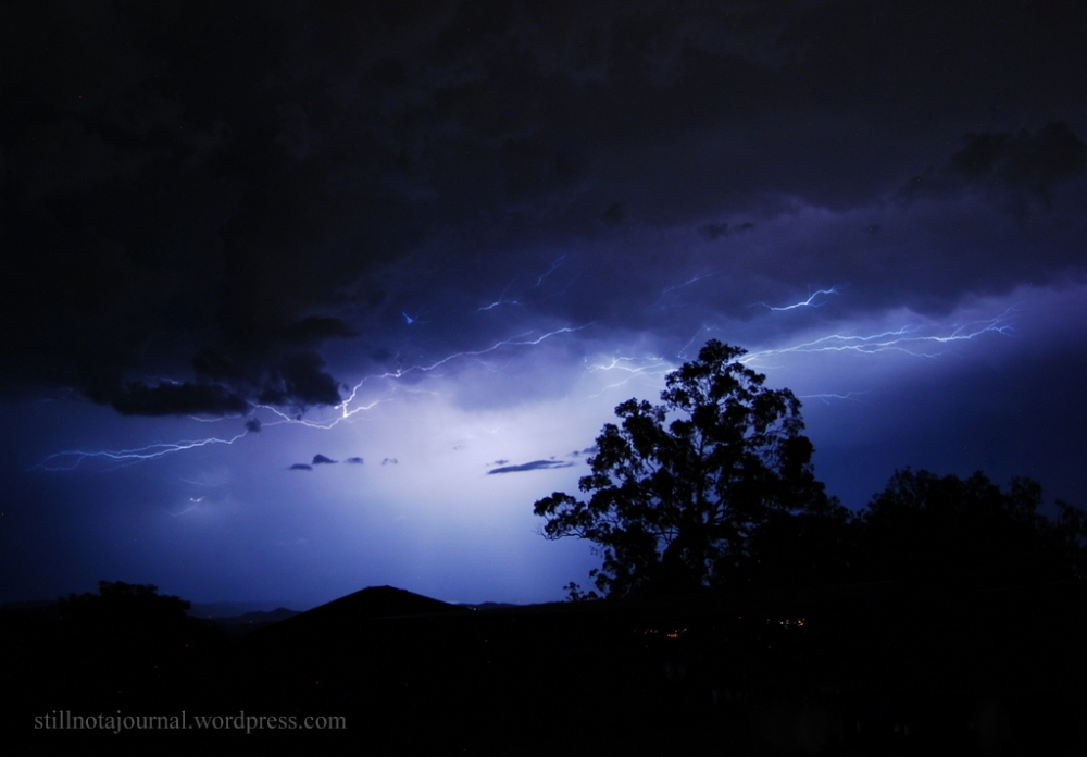 gold coast lightning storm Christmas
